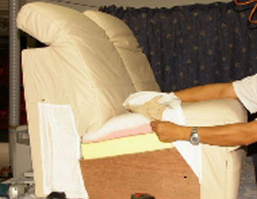 Art services cuir textiles et tapis strasbourg for Impermeabilisant canape tissu